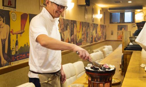 札幌出身の店主が営むジンギスカン専門店。「生ラム肉を使用していてとにかく肉がおいしい。男同士で飲む時によく利用しています」(矢立さん)。予約必須の、都内でも有数のおいしさと評判の一軒です。