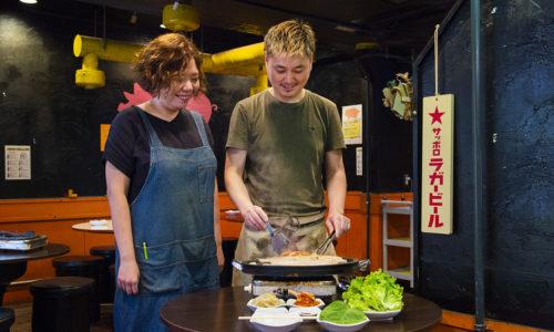 韓国人夫婦が営むサムギョプサル専門店。矢立さんが仕事帰りに飲みに行った先で、店主のキムご夫妻とよく遭遇するそう。サムギョプサルをはじめ、スンドゥブチゲや汁なしのビビン冷麺も人気です。