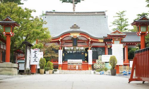 東伏見稲荷神社は、このあたりで最も大きな神社。京都の伏見稲荷大社の分祀として昭和4年に創建されました。西武鉄道新宿線の上保谷駅はそれを機に東伏見駅という名称に変更され、今に至ります。