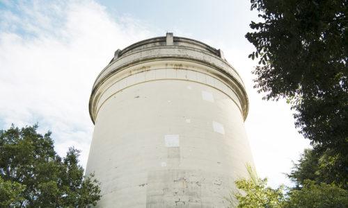昭和4年に建てられましたが、現在はもう使われておらず、いまでは街のランドマークとしてこの地に残されています。2010年2月には国の有形文化財にも指定されました。