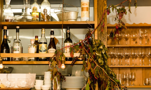 ともに所沢出身でソムリエである山﨑圭礼さん・智子さん夫妻が2017年にオープンしたイタリアン。生産者の想いを乗せて、手間と時間と愛情をかけた料理とこだわりのワインでもてなしてくれます。