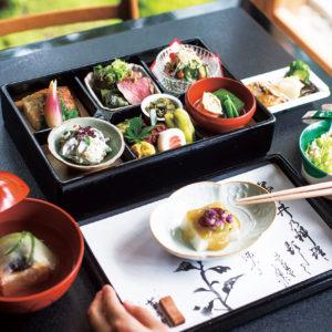 在名料亭沙龍裡享用充滿季節感的便當與甜品