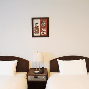 松本民藝旅館二選,圍繞在手工家具之中,了解這塊土地的傳統藝術,感受民藝風格的美感。