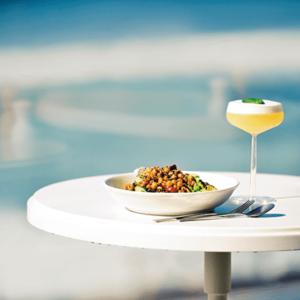 鐮倉的海會隨著地點、時間而呈現不同風情,在鐮倉飽覽三款海洋風貌的風格餐廳!