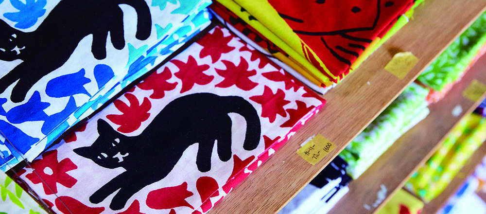 〈Doucatty〉手巾,沖繩最佳伴手禮。近距離特寫色彩繽紛令人雀躍的製作現場!