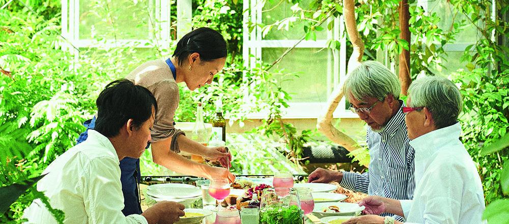 日本首座植物白蘭地蒸餾廠!造訪主人山本祐布子的餐桌,環繞於香草氣味之中令人放鬆。