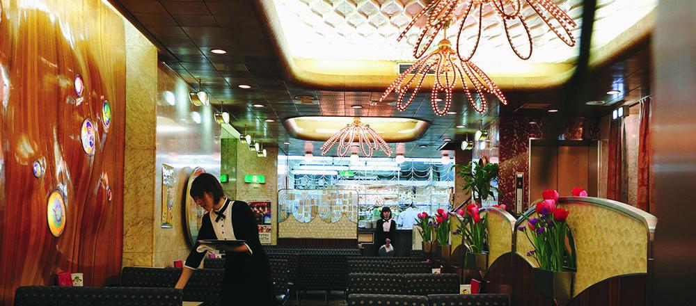 令人震撼的裝潢,可謂是大阪人精神代表!前往大阪一定要到〈純喫茶American〉朝聖。