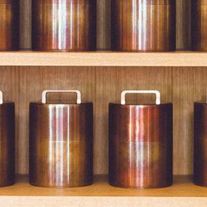 感受京都的「當下」,一訪日本歷史最悠久的茶罐製造商〈開化堂〉,打造全世界人們想要的產品。