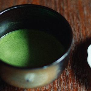 【京都】品嚐正統抹茶就想到〈一保堂茶舖〉,由三百年老舖親授的點茶技巧。