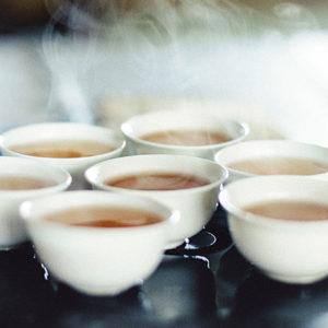 從茶具到各項週邊細節。透過茶,學習美感。