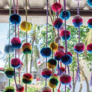 【台東】以爽朗笑容迎接我們的「陳媽媽工作室」,彷彿是間排灣族的工藝博物館