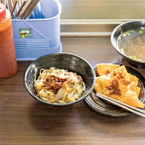 經過慢慢日曬的過程,麵條就會產生特殊的Q彈口感——走訪「意麵之鄉」台南鹽水