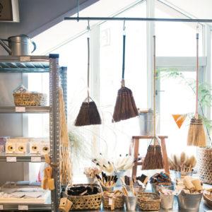 每項產品都灌注了生產者獨一無二的堅持:2間專門販賣台灣本地生產的稻米、蔬菜與罐頭的本土超市