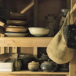 在島上生活這回事——根本KIKO小姐廚房裡頭,充滿積年累月使用風味的器皿收藏