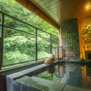 舒心氛圍與機能美感並存的設計溫泉旅館──月之宿 紗羅