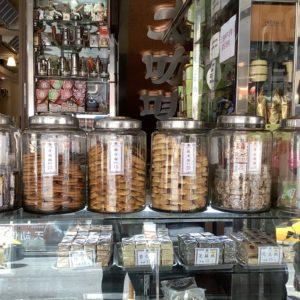 【Column】當初沒人看好,今成鎮店三寶 !〈蜂大咖啡〉的合桃酥、雞仔餅、鮑魚酥