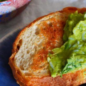 不必開火的簡單食譜!超搭麵包和涼拌豆腐的「魩仔魚墨西哥酪梨醬」