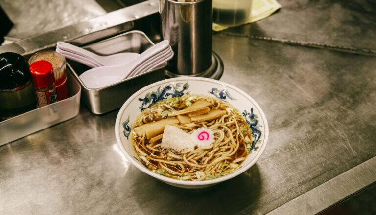 拉麵控必收名單之一,東京近郊讓人吃得暖心的麵店,「中華麵 三鷹」樸實中見美味-Hanako Taiwan