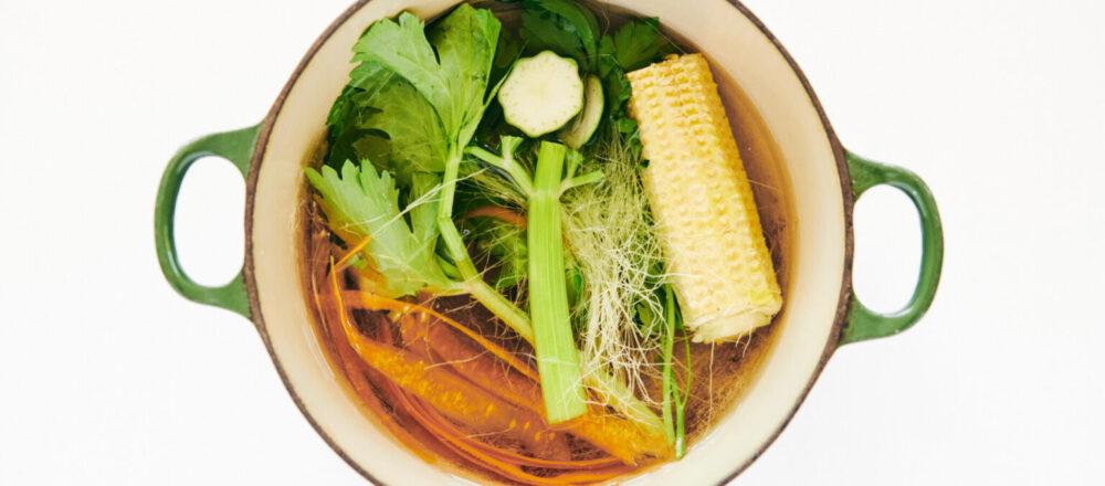 挑剩的蔬菜先別急著丟!熬成萬能「蔬菜高湯」,就能成為料理時的必備神器,還可冷凍保存長達1個月-Hanako Taiwan