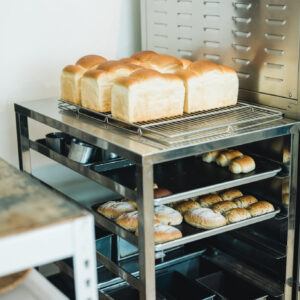 不只是麵包店,彰化人氣烘焙坊「明明bakery」,跨界推出周邊商品,拓展多元經營風格-Hanako Taiwan