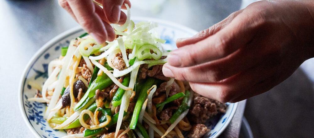 再忙也能輕鬆吃一餐!易上手懶人必學食譜,隨手揮灑變出一盤料多味美的炒麵美饌-Hanako Taiwan