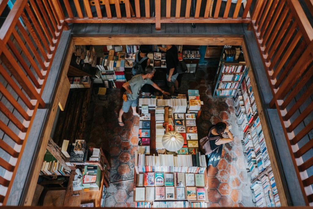從二樓眺望這座小小書城.jpg 的副本