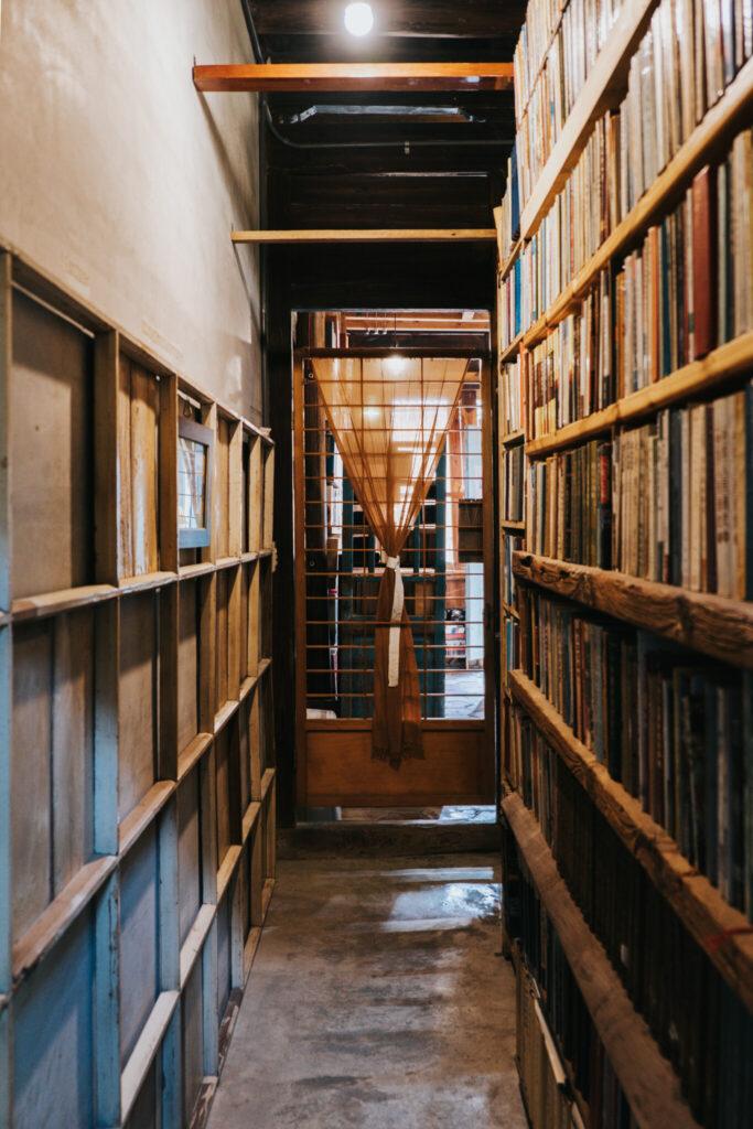 書集喜室有許多文史相關的藏書.jpg 的副本